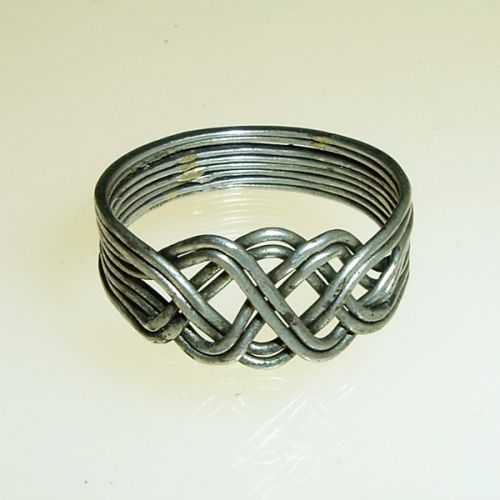 Puzzle ring front
